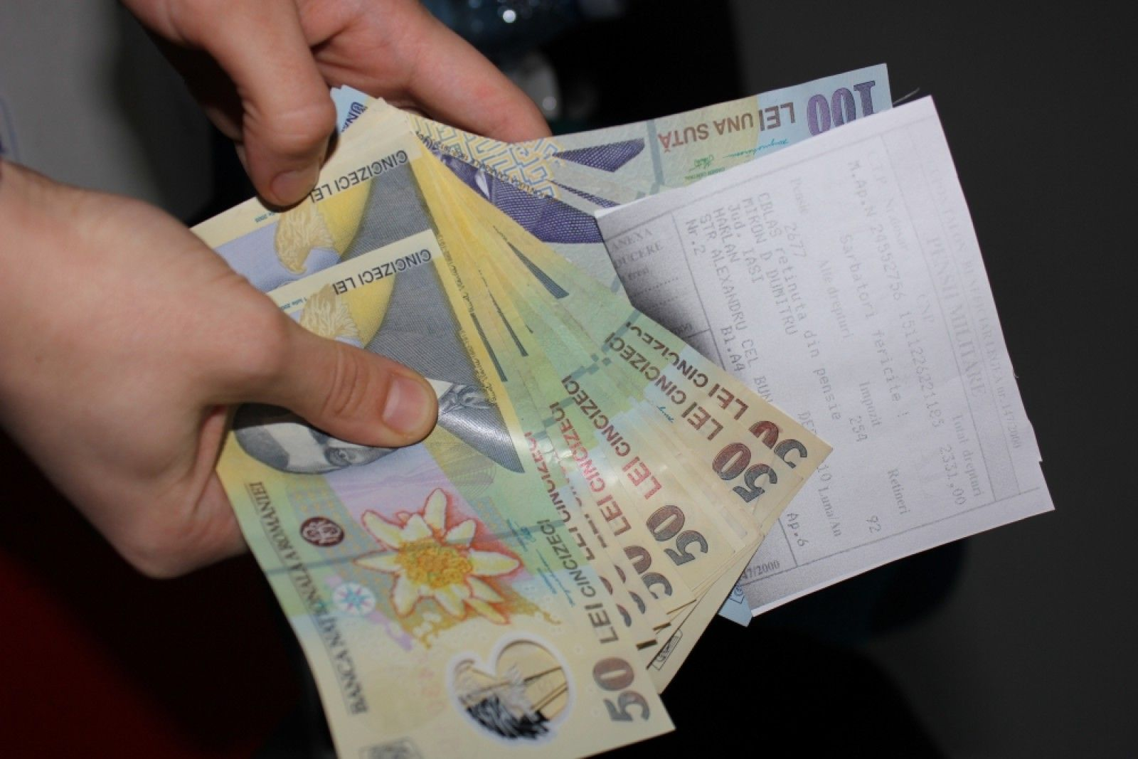 pensii si salarii